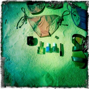 Maldives - What to Wear - Minimal Sporty beach essentials