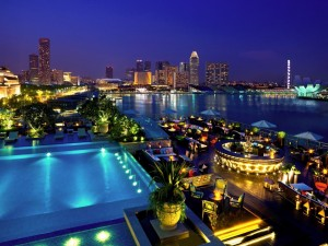 singapore fullerton bay hotel luxury lantern bar night view