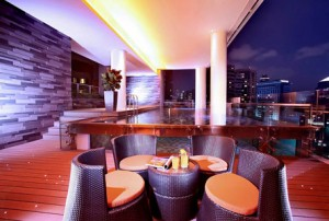singapore sleeping luxury hotel accomodation quincy bar