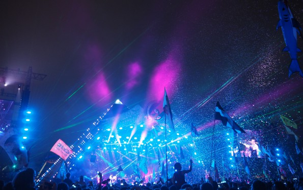 Coldplay Glastonbury Festival 2016 The Style Traveller