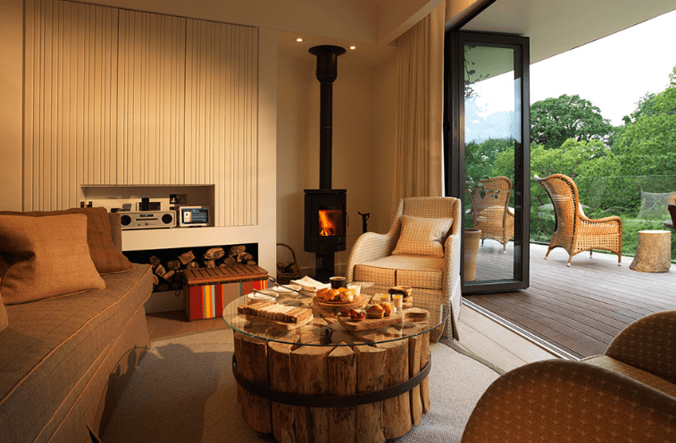 chewton-glen-tree-house-living-room-breakfast