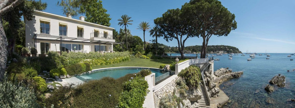 Luxury-villa-sea-front-on-the-cote-d-azur-1