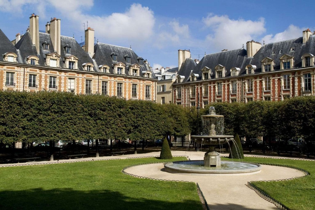 place-des-vosges- Pavillon de la reine Boutique hotels in Paris