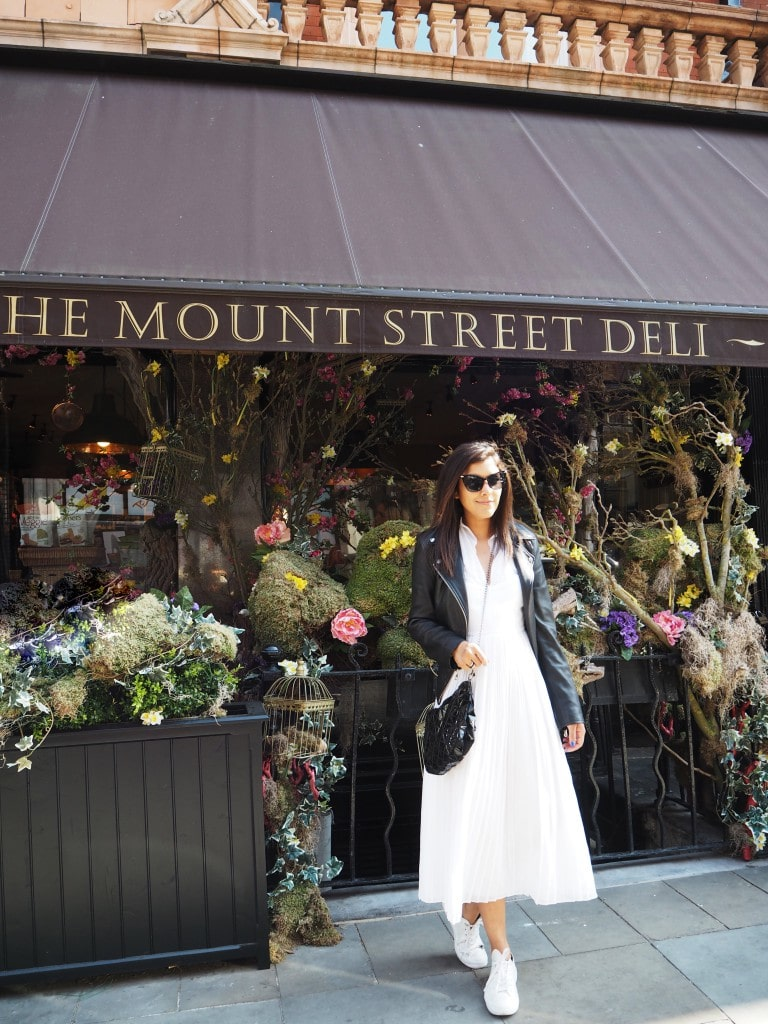 best-shopping-streets-in-London-mount-steet-cafe