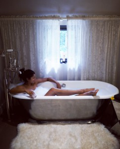 Style-traveller-roll-top-bath-tub
