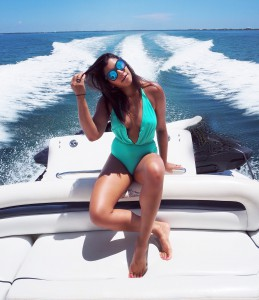 Bonnie The style Traveller Cayman Islands boat trip fashion