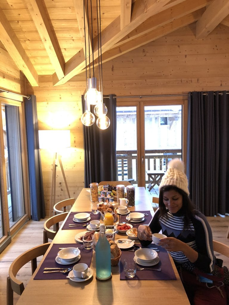 Bonnie Rakhit the style traveller ski hot tub in Morzine The white valley company breakfast before skiing