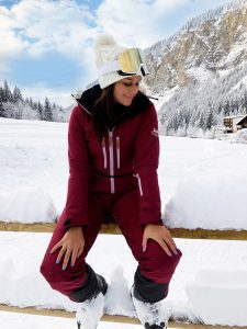 Bonnie Rakhit the style traveller ski hot tub in Morzine The white valley company what to wear on a ski trip - ski wear