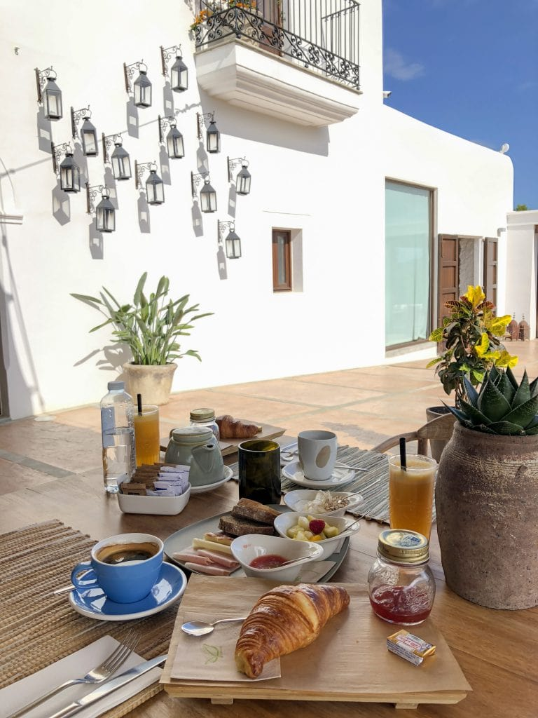 Bonnie Rakhit style traveller Casa Maca Ibiza boutique hotel breakfast