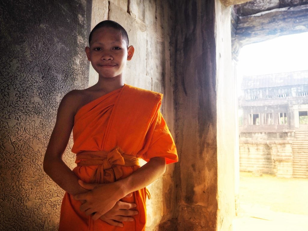 angkor wat temple buddhist child