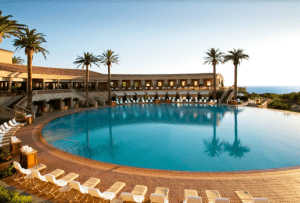 Pelican hill where to stay in Newport Beach luxury hotels swimming pool