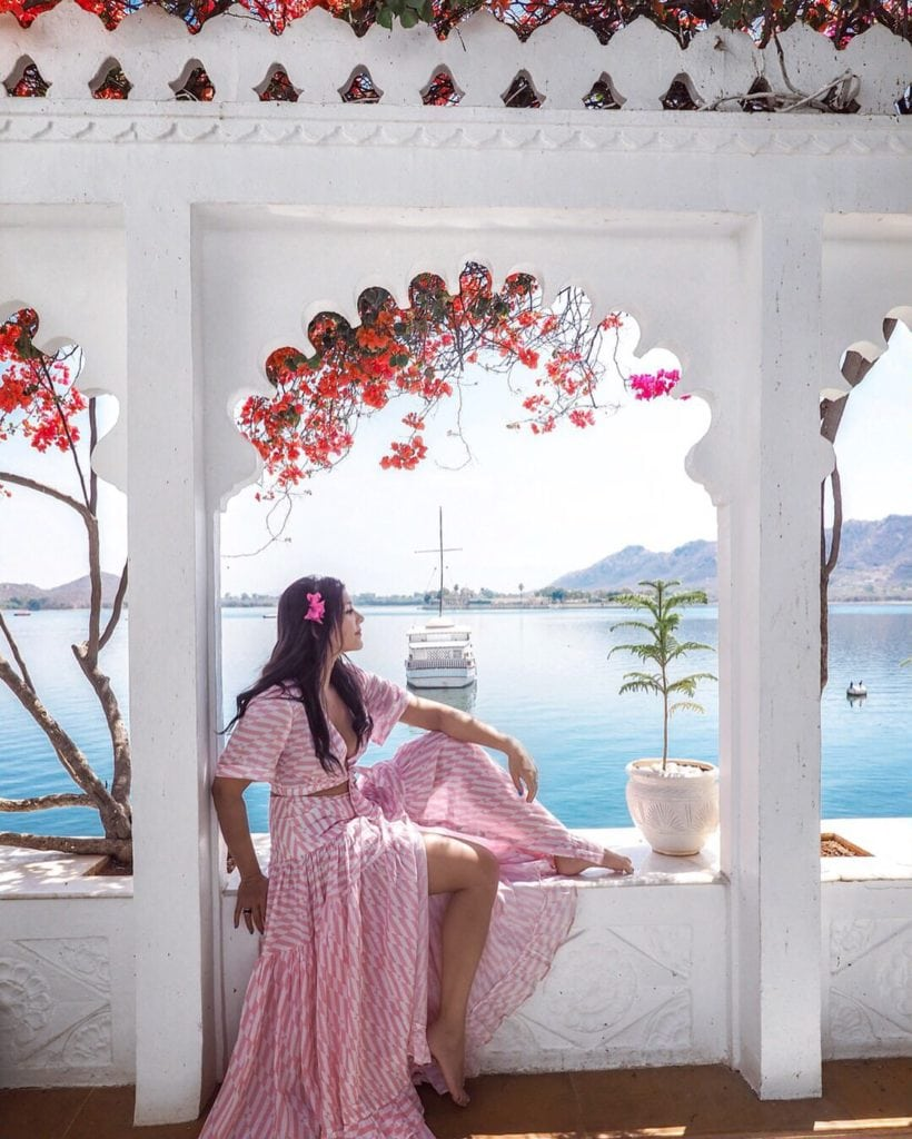 bonnie rakhit style traveller at taj lake palace hotel udaipur india